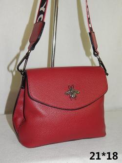 На оптовой продаже Китайских сумок в Иркутске, Вы можете приобрести изящные дамские сумочки, деловые мужские портфели, роскошные женские сумки, клачи и множество изделий мелкой кожгалантереи